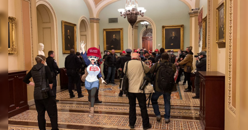 宇崎ちゃんの作者が「連邦議会に侵入したトランプ支持者はANTIFAの成り済まし」という陰謀論をRTし、アメリカの日本アニメオタクから呆れられる - Togetter