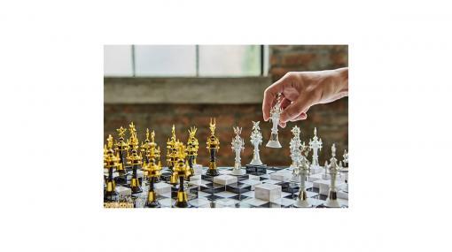 『キングダム ハーツIII』ゲーム内に登場したチェス風ボードゲームが立体化。ゴールドとシルバーで仕上げられた高級感のある一品