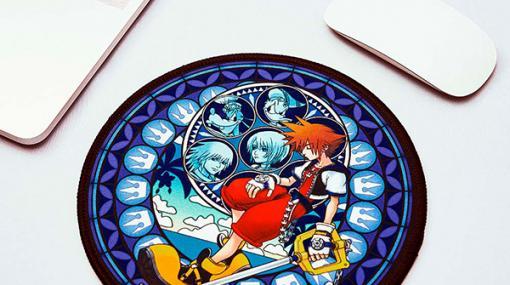 「キングダム ハーツ」のマウスパッドが予約受付中直径約200mm、ステンドグラスのイラストを使用